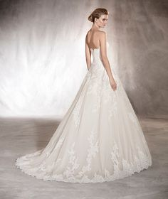 Aloha - Wedding dress with a sweetheart neckline with embroideries and gemstones