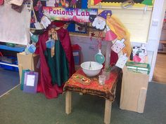 A super Magic Shop classroom role-play area photo contribution. Great ideas for your classroom! Dramatic Play Area, Dramatic Play Centers, Eyfs Classroom, Classroom Displays, Magic Theme, Play Corner, Role Play Areas, Theme Halloween, Eyfs Activities