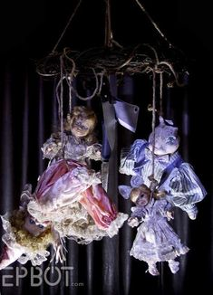 This Halloween spooke your guests with a scary and spooky Halloween decoration for your home. Try these Cheap DIY Dollar Store Halloween Decoration ideas. Haunted Trail Ideas, Haunted Woods, Scary Haunted House, Halloween Haunted Houses, Haunted Hotel, Haunted House Party, Haunted Mansion, Haunted Places, Halloween Tisch