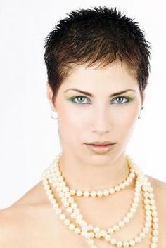 Short spiky hairstyles for women have been known to have a glamorous and sassy look in quite a simple way. Women often prefer these short spiky hairstyles. Short Spiky Hairstyles, Very Short Haircuts, Hairstyles For Round Faces, Short Hairstyles For Women, Cool Hairstyles, Hairstyles 2016, Medium Hairstyles, Textured Hairstyles, Ponytail Hairstyles