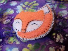 Felt foxy brooch