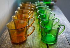 Quiebra Duralex: auge y caída de la vajilla irrompible que revolucionó nuestras cocinas Moscow Mule Mugs, The Secret, Porcelain, Nutrition, Dishes, Tableware, Grandmothers, 1960s, Glasses