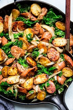 Sausage Kale and Potato Skillet Dinner by The Modern Proper This recipe ticks all the boxes a little meaty some dark leafy greens and some starchy goodness An easy one-pan sausage kale and potato skillet that pleases everyone from cook to clean-up crew Sausage And Potatoes Skillet, Spicy Sausage, Sausage Skillet Recipe, Sausage Stir Fry, One Pan Dinner, Fish Dinner, Dinner Menu, Potato Dinner, Skillet Dinners