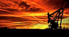 Perfilan incremento semanal en el precio del petróleo Perfilan los precios del petróleo para registrar su mayor ganancia semanal del año luego de tres días de alzas consecutivas, aunque en el balance del primer trimestre del año ambos contratos sufrirían su peor caída trimestral desde el 2015.  http://wp.me/p6HjOv-3yh ConstruyenPais.com