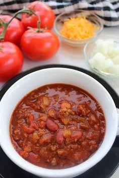 Copycat recipe for Wendy's Chili made in a crockpot. Yum! #recipe #chili #crockpot