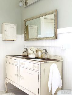 Check out our bathroom decorating ideas that will help you work vintage-style DIY projects into your décor to achieve a shabby-chic, flea look on a budget. Our easy tips and tricks for selecting tile, a vanity, storage, and lighting let you get that just-right farmhouse, rustic look.