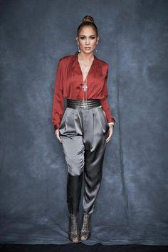 Jennifer Lopez Fashion Looks J Lo Fashion, Star Fashion, Look Fashion, Fashion Outfits, Fashion Tips, Fashion Bloggers, American Idol, Dona Karan, Jennifer Lopez Outfits