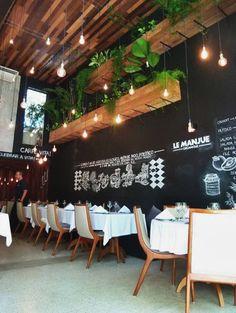 (Ref for hanging saves space too) Restaurante Le Manjue Organique. Home Decor, Plants, © Caio Braga via Restaurant Lighting, Restaurant Bar, Organic Restaurant, Luxury Restaurant, Deco Design, Cafe Design, Bar Deco, Café Bar, Cafe Bistro