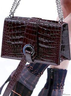 FW Christian Dior Spring Summer 2015 detail = pin courtesy of Tres Haute Diva \\ b Dior Purses, Dior Handbags, Fashion Handbags, Purses And Handbags, Fashion Bags, Christian Dior, Summer 2015, Spring Summer, Discount Designer Handbags