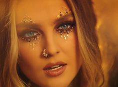 perrie is so pretty