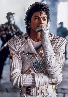 King of pop Michael Jackson Poster, Michael Jackson Wallpaper, Queen Michael Jackson, Thriller Michael Jackson, Michael Jackson Kunst, Michael Jackson Jacket, Michael Jackson Photoshoot, Michael Jackson Pics, Instagram Design