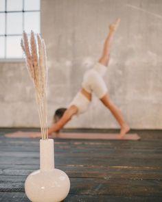 """MALA - THE CONCEPT STORE auf Instagram: """"Was ist bei euch im Fokus? 📷 Das tolle Outfit von Nu-In? Oder unsere schöne Vase Tara mit Pampas?  Am Besten beides 🤍"""" Concept, Vase, Outfit, Instagram, Amazing, Nice Asses, Outfits, Vases, Kleding"""