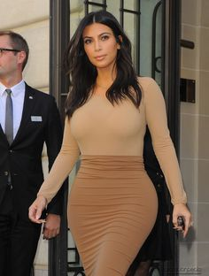 Kim leaving Hôtel Le Royal Monceau and heading to L'Avenue Restaurant in Paris, France - 27/09/2014