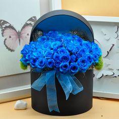 Kutuda Mavi Güller  Kullanılan Malzemeler: Mavi Güller ve Dekoratif Kutu