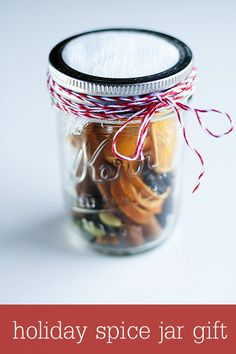 Holiday Spice Jar Gift - a cute and simple gift that will bring the scent of the holidays into your home! { lilluna.com } - Copy