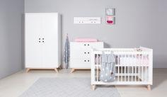 #Bopita #babykamer Lynn: wit met blank hout. Kijk op onze website naar de #styling informatie: http://bopita.com/nl/styling-baby-lynn (of koop de meubelen via onze webshop!) #baby #meubelen #slapen #commode #bedje #wandrek #kledingkast #scandinavisch #hout #BabysOnly #Naco