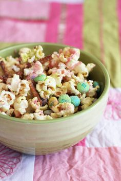 super easy, super cute holiday treat idea...for easter, bunny bait! {salty & sweet holiday popcorn | thisweekfordinner.com}