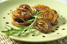 CIPOLLE BIANCHE CARAMELLATE all'aceto balsamico Finger Food Appetizers, Finger Foods, Appetizer Recipes, Italian Cooking, Antipasto, Free Food, Vegetarian Recipes, Ethnic Recipes, Contouring