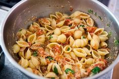 A simple dish of pasta shells with a buttery tomato sauce, tuna and ricotta, all baked with a cheesy parmesan crust. Tuna Tomato Pasta, Tomato Pasta Recipe, Pasta Sauce Recipes, Tomato Salad, Pasta Casserole, Casserole Dishes, Potluck Recipes, Healthy Dinner Recipes, Bacon Stuffed Mushrooms