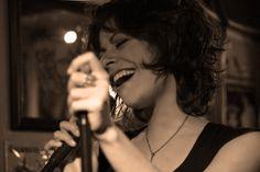 ENTREVISTA MOOI   CIUDAD ORIGEN: México, D.F. GENERO: Electrónica-pop. AÑO DE INICIO DE LA BANDA: Noviembre, 2011. DISCOGRAFIA: Ep Mooi MIEMBROS/INSTRUMENTO: Renee Mooi (Voz), Aarón Cruz (Bajo y Contrabajo eléctrico), Juanjo Gómez (Guitarra), Iván Núñez (Teclado y Sintes), Luis Fajardo (Batería y Pads eléctricos), Jalil Manu (Violín eléctrico y Kaos Pads). CONTACTO: info@reneemooi.com owww.reneemooi.com REDES SOCIALES: www.reneemooi.com,facebook.com/reneemooi, soundcloud.com/mooi…