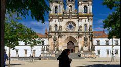 L'église Santa Maria, dans le monastère cistercien d'Alcobça, qui abrite les tombeaux de Pedro I et d'Inès de Castro.