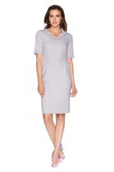 Clea Kleid mit einer Rüsche am Halsausschnitt Jetzt bestellen unter: https://mode.ladendirekt.de/damen/bekleidung/kleider/sonstige-kleider/?uid=6dc8bada-829f-5365-a0f6-5852437fb305&utm_source=pinterest&utm_medium=pin&utm_campaign=boards #mode #sonstigekleider #kleider #bekleidung Bild Quelle: www.rakuten.de