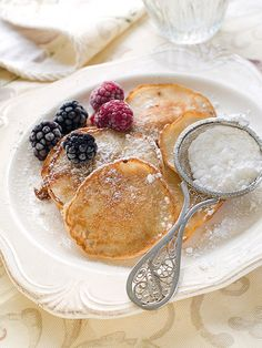 Crepes with berries and powdered sugar Crepes, Brunch Recipes, Breakfast Recipes, Champagne Brunch, Pancakes And Waffles, Swedish Pancakes, Tasty, Yummy Food, Breakfast In Bed