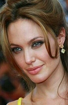 Angelina Jolie Makeup, Angelina Jolie Pictures, Angelina Jolie Style, Beautiful Celebrities, Beautiful Actresses, Most Beautiful Women, Jolie Pitt, Le Jolie, Actrices Hollywood