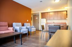 A view inside the shared lounge space in a Pinecrest House unit. Queen's University, University Of Alberta, Student Living, Study Space, Year 2, Lounge, The Unit, Modern, Table