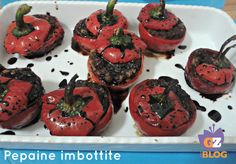 Abito in Irpinia da 13 anni ormai,e in questa terra ho scoperto piatti semisconosciuti nel napoletano,ad esempio le pepaine 'mbuttunate (imbottite); le pepaine sono i peperoni rotondi sott'aceto che, a Napoli, si chiamano papaccelle e si usano nel periodo natalizio per arricchire l'insalata di rinforzo. http://blog.giallozafferano.it/lacucinadimilena/pepaine-imbottite/