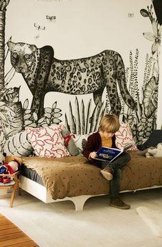 Die schönsten Motiv-Tapeten fürs Kinderzimmer. Also wenn das nicht cool ist, dann wissen wir auch nicht: Die Savanne samt Leopard im Kinderzimmer - das schreit förmlich nach kleinen Abenteurern. Photo via Ring the Belle tadah.ch #tadah #itsamomsworld #mothermag #magazin #mamablog #motherhood #motherswelove #lebenmitkindern #lifewithkids #swissmom #swissblog #slowliving #theartofslowliving #buylesschoosewell #starkefrauen #youngandbrave