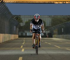 Tony Kanaan reconhece pista da Indy 300 com bike Trek personalizada  http://www.mundotri.com.br/2013/05/tony-kanaan-reconhece-pista-da-indy-300-com-bike-trek-personalizada/