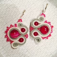 handmade soutache earrings with pink striped agate and pink rocailles pink, silver & white