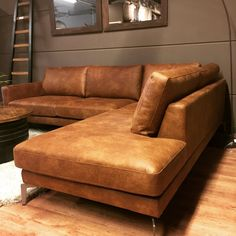 Brown Leather Couch Living Room, Living Room Sofa, Living Room Decor, Wooden Sofa Designs, Classy Living Room, Leather Sectional Sofas, Minimalist Furniture, Living Room Lighting, Home Decor Kitchen