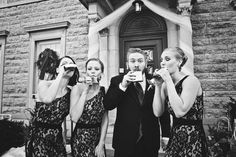 What a fun #weddingparty picture with the groom and bridesmaids! Photo by Kim. #MinneapolisWeddingPhotography
