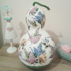 Decorative Gourds, Hand Painted Gourds, Gourd Art, Weaving, Vase, Crafty, Painting, Small Bench, Painted Gourds