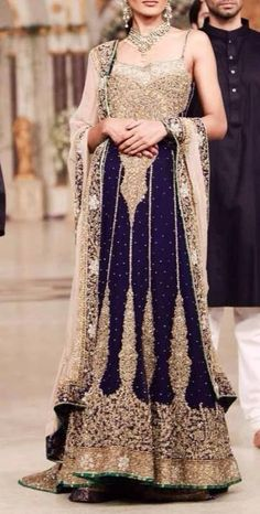 Navy and gold bridal outfit, Indian wedding, #indianwedding #desi @ Looksgud.in