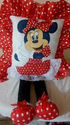 Cojin Cute Pillows, Kids Pillows, Rideaux Shabby Chic, Umbrella Wreath, Minnie Mouse Toys, Pillow Crafts, Mickey Mouse Clubhouse Birthday, Christmas Hearts, Sewing Pillows
