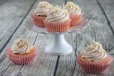 Schnin's Kitchen: Rhabarber-Joghurt-Cupcakes mit weißer Schokolade & Rhabarber-Frischkäse-Frosting