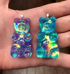 Opalescent Gummy Bear Necklace Or Keychain Diy Resin Charms, Diy Resin Art, Resin Crafts, Mini Things, Girly Things, Cute Keychain, Keychains, Kawaii Accessories, Magical Jewelry