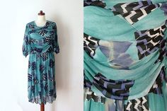 Vintage 1970's Dress  Abstract Print Dress von PaperdollVintageShop, €29,90