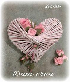 Paper Weaving, Weaving Art, Willow Weaving, Basket Weaving, Tissue Paper Flowers, Diy Flowers, Valentine Crafts, Valentines, Skull Crafts