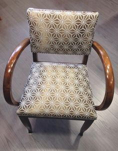 42 Ideas Vintage Design Chair Upholstery For 2019 Chaise Chair, Armchair, Recycled Furniture, Cool Furniture, Old Sofa, Farmhouse Dining Chairs, Chaise Vintage, Old Chairs, Vintage Kitchen Decor