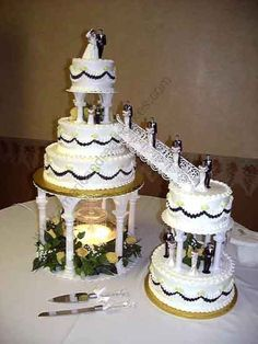 Wedding-Cakes-with-Fountains-and-Stairs.jpg (413×550)