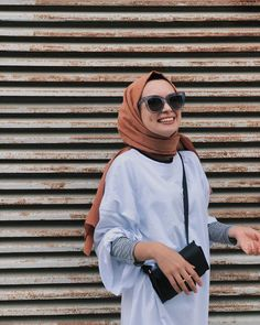 Image may contain: one or more people sunglasses and outdoor Tesettür Kombinleri Muslim Fashion, Modest Fashion, Girl Fashion, Fashion Outfits, Modest Dresses, Modest Outfits, Womens Workout Outfits, Fitness Outfits, Hijab Fashionista
