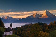 Von Maria Gern aus mit Blickrichtung zum Wahrzeichen Berchtesgadens, dem legendären Watzmann, Berchtesgadener Land, Deutschland
