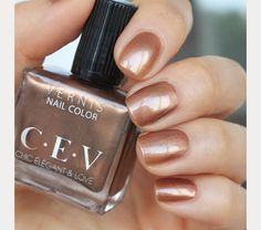 The 35 Prettiest Wedding Nail Colors - shimmery copper nails perfect for an evening wedding Wedding Toe Nails, Wedding Nail Colors, Wedding Nail Polish, Bride Nails, Prom Nails, Sns Nails Colors, Neutral Nails, Nail Polish Colors, Blush Pink Nails