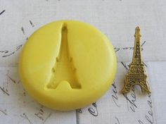 EIFFEL TOWER Flexible Silicone Mold Push Mold Jewelry by Molds Diy Projects To Try, Crafts To Make, Fun Crafts, Resin Molds, Silicone Molds, Polymer Clay Jewelry, Resin Jewelry, Sweet 16 Decorations, Paris Birthday Parties