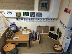 EYFS-A little mark making corner . Reggio Inspired Classrooms, Reggio Classroom, Classroom Organisation, Preschool Classroom, Preschool Centers, Learning Centers, Home Corner Ideas Early Years, Mark Making Early Years, Deconstructed Role Play