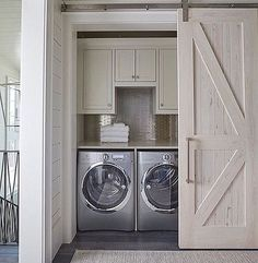 Laundry room goals......Tag a friend who would love this..... credit: Geoff Chick and Associates  #beautifulhome#classyinteriors#luxurydesign#elledecor#housebeautiful#betterhomesandgardens#neutraldecor#interiortrends#homegoals#ighome#bhg#myhousebeautiful#inspireme#instadesign#homedecor#interiorlovers#interiorandhome#interiorforinspo#ambientes#homestaging#instahomes #maison#laundryroomideas#laundryroominspo#laundryroomdesign